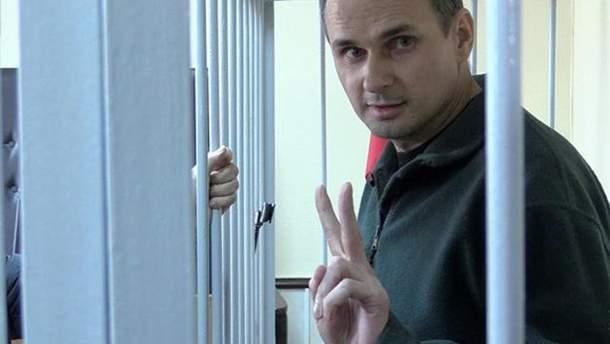 Сенцова посетил священник
