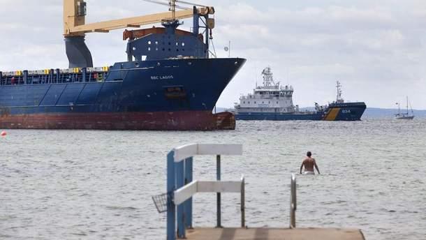 Возле берегов Швеции пьяный российский капитан посадил судно на мель
