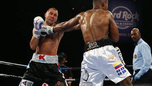 Колумбиец Альварес победил россиянина Ковалева