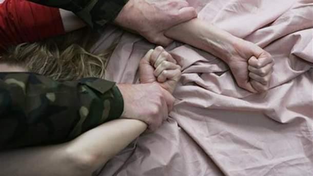 Мужчина изнасиловал свою 15-летнюю дочь, которая болеет ДЦП