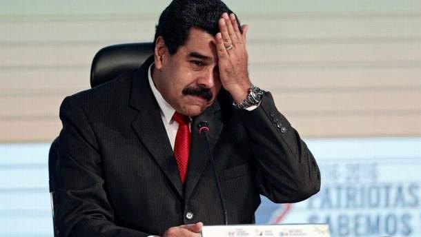 Влада Венесуели має підозрюваних у замаху, але арештовує журналістів
