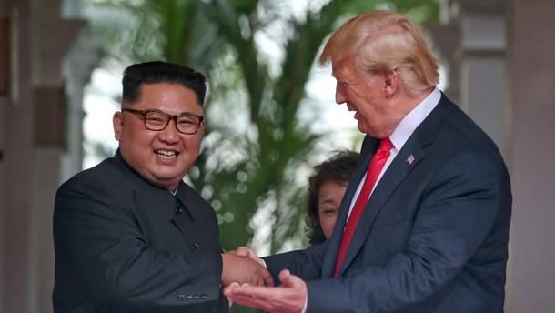 Кім Чен Ин та Дональд Трамп на зустрічі у Сінгапурі