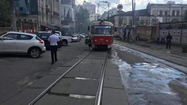 В центре Киева перекрыли движение трамваев