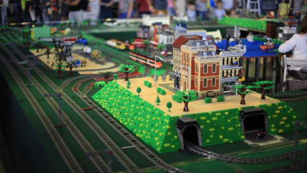 Під час технофесту у Дніпрі збудують велетенські фігури з LEGO