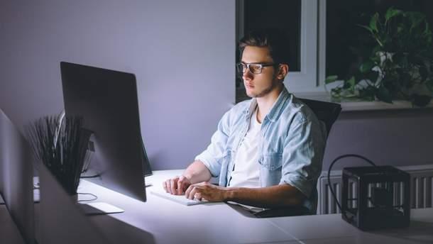 Наскільки менше люди сплять через інтернет