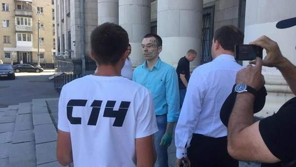 В Житомире облили зеленкой антиукраинского блогера Василия Муравицкого