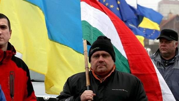 Украине нужно взвешенно и вовремя реагировать на действия властей Венгрии