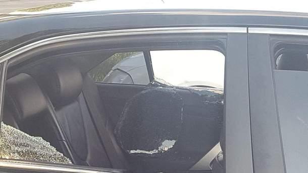 В Киеве неизвестные расстреляли авто и украли 2 миллиона гривен: фото