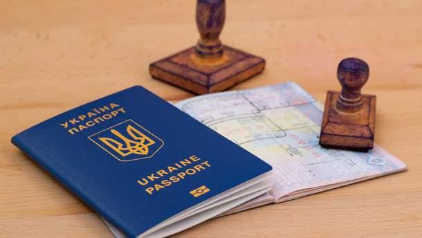 Украинцы не спешат забирать свои готовые заграничные паспорта