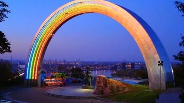 На сайте КГГА появилась петиция о переименовании арки, бульвара и метро Дружбы народов