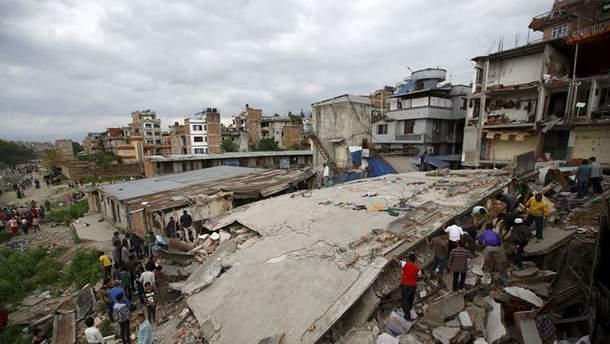 Рятувальники розбирають завали мечеті у пошуках вцілілих внаслідок землетрусу в Індонезії