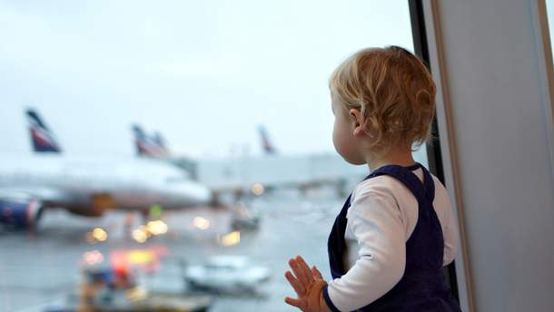 Правила перевезення дітей за кордон: супровід екіпажу