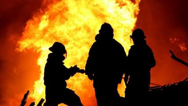 Спасатели пострадали во время тушения пожара в Волчанске