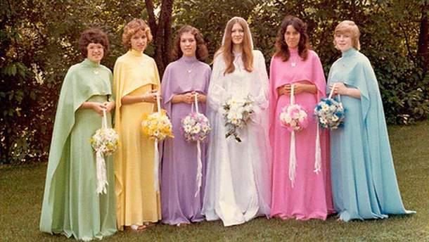 Экстравагантные платья подруг невест