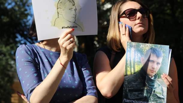 Родные военнопленных митингуют бессрочно