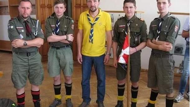 """Кирило Арбатов (у центрі) зі скаутами """"Галицької Русі"""""""