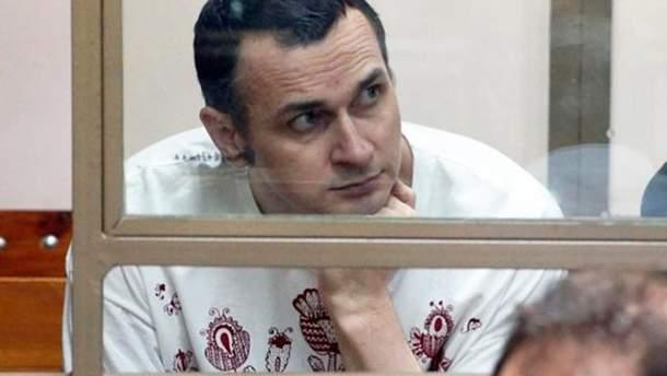 По Сенцова треба відправляти медичний літак, бо він не виживе, сестра політв'язня