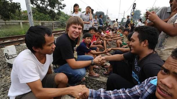 Дмитрий Комаров в Индонезии