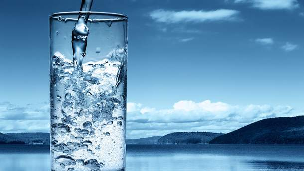 Диетолог рассказала, полезна ли на самом деле  водородная вода