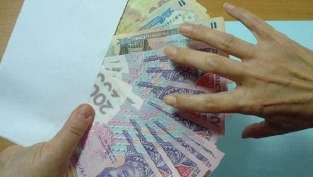 На Львовщине работница банка грабила его вкладчиков