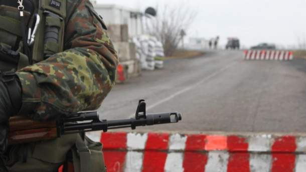 В Золотом боевики обстреляли авто украинских военных