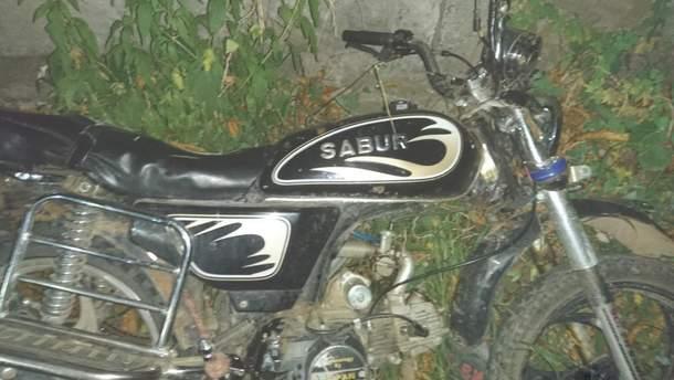 Зловмисник залишив на місці ДТП свій незареєстрований мотоцикл
