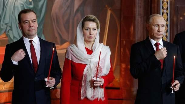 Медведев с женой и Путин