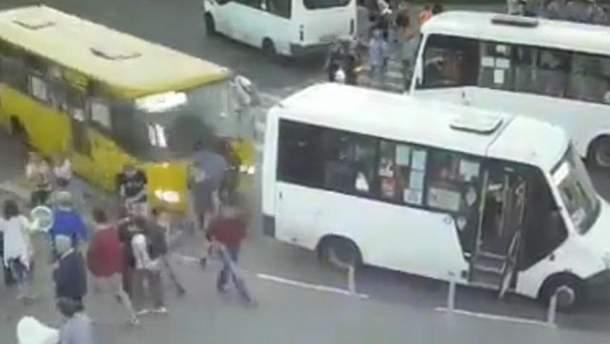 В Подмосковье автобус врезался в толпу людей: есть пострадавшие