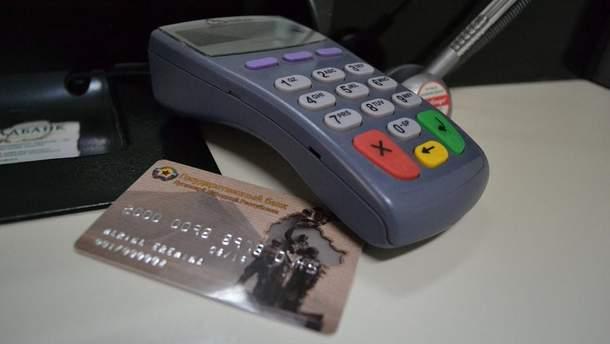 Чтобы получить новую банковскую карту в Луганске, понадобится очень много времени