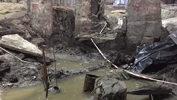 Теперішній стан місця археологічних розкопок на Поштовій у Києві