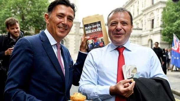 Російський посол Олександр Яковенко та британський бізнесмен Аарон Бенкс