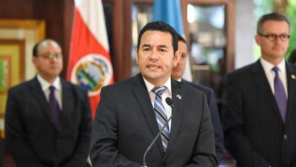 Главі Гватемали загрожує слідство за фінансові махінаці