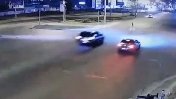 В Киеве на пешеходном переходе Lexus сбил пешехода