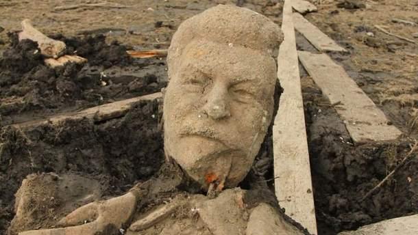 Фрагменты памятника Сталину