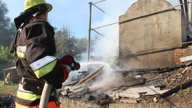 Пожарные ликвидировали возгорание в придорожном кафе в Хмельницкой области