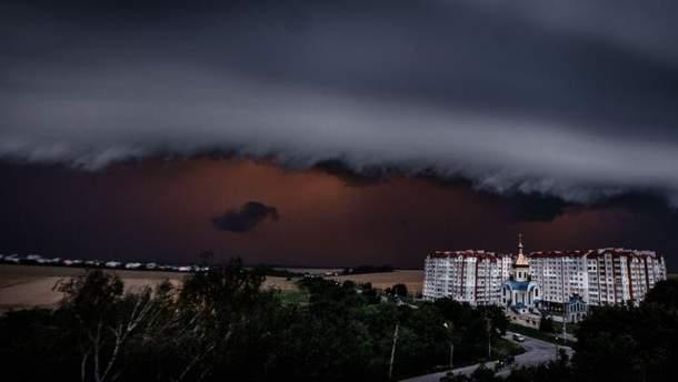 На Западе Украины объявили штормовое предупреждение: прогнозируют сильные грозы и град