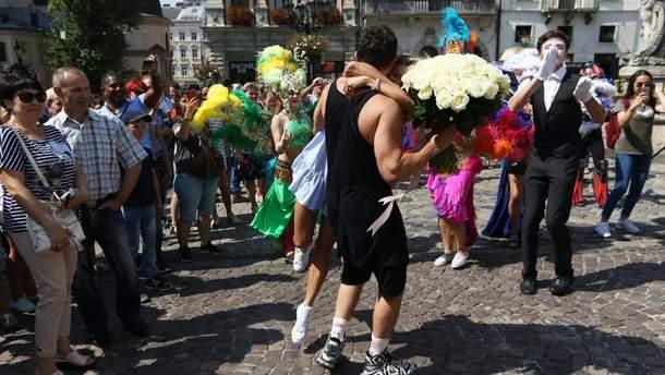 Львів'янин неочікувано привітав кохану з Днем народження: вражаюче відео