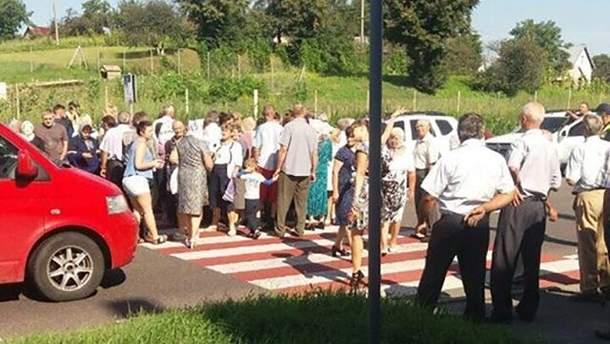 На Львівщині люди заблокували трасу через відсутність світла