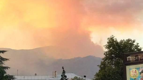 В Крыму масштабный пожар охватил леса
