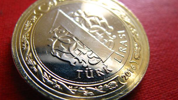 Влада Туреччини звинуватила соцмережі у падінні національної валюти