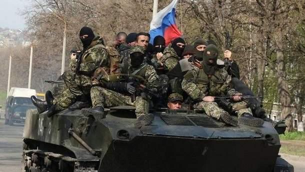 Для чого Путін стягує війська і зброю на Донбас