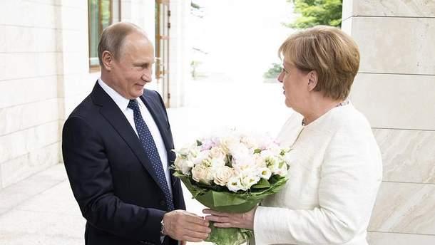 Трамп толкает Меркель к сотрудничеству с Путиным: эксперты о мотивах встречи лидеров ФРГ и РФ