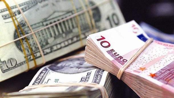 Чому в Україні продовжують рости долар та євро: пояснення від НБУ