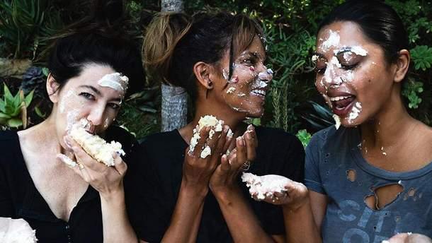 Как Холли Берри отпраздновала день рождения: курьезные кадры