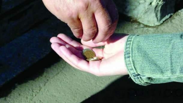 На Луганщині жінка продала дочку за 2 тисячі гривень для жебракування