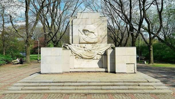У Польщі демонтують пам'ятник радянським солдатам