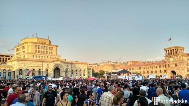 У Єревані масштабною акцією відзначають 100 днів уряду Пашиняна
