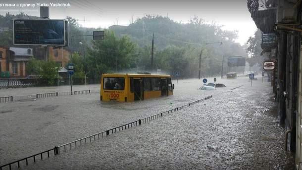 Затопленная улица Сахарова во Львове