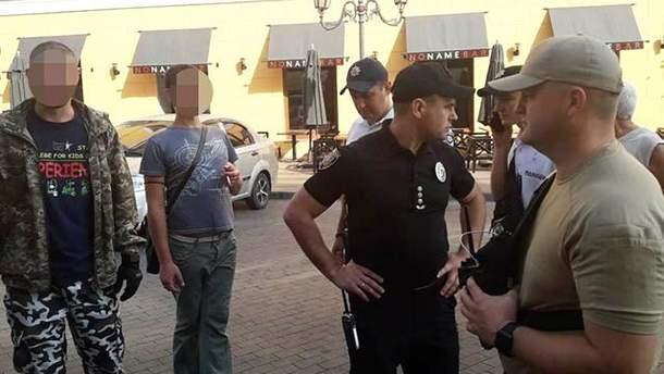 Полиция задержала 2 мужчин, которые напали на участника ЛГБТ-парада в Одессе