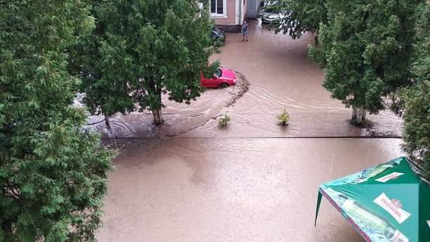 Негода в Україні: сильна злива затопила Рахів